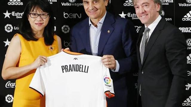 Cesare Prandelli Valencia'ya imza attı
