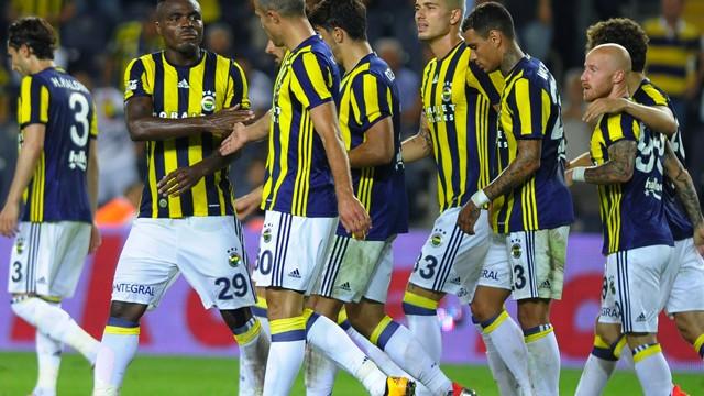 Fenerbahçe yönetiminden Van der Wiel'e sert uyarı!