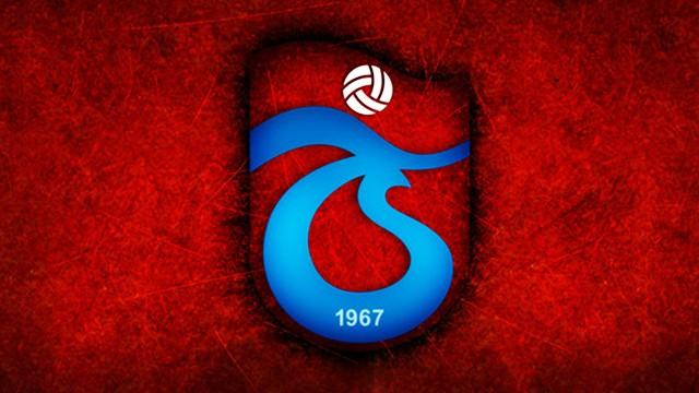 Trabzonsporlu futbolcu, taraftara yumruk attı!