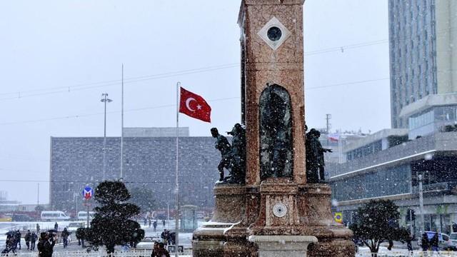 İstanbul Valisi Vasip Şahin'den mesai açıklaması