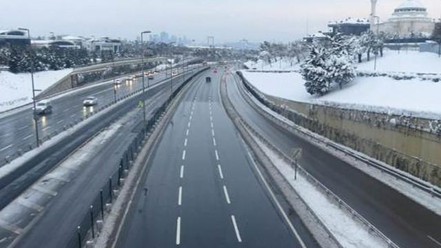 İstanbul'da köprü ve otoyollar boş kaldı