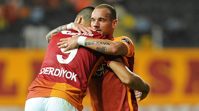 Galatasaray'a Sneijder ve Eren'den kötü haber