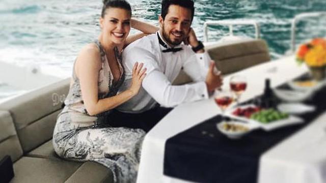 Murat Boz ve Aslı Enver'den düğün pozu