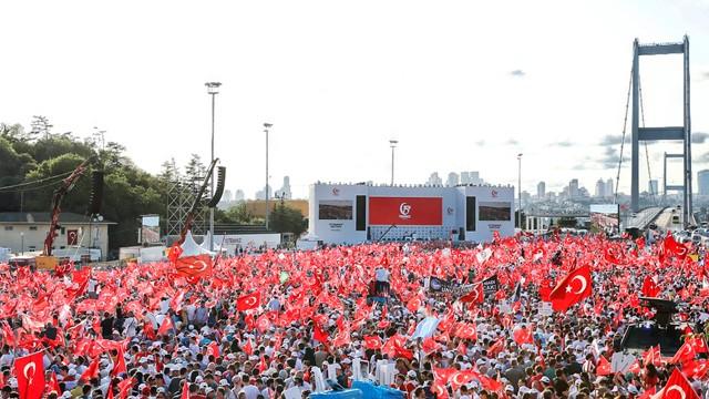 15 Temmuz'un yıldönümünde Türkiye meydanlarda...