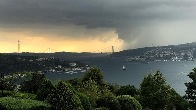 İstanbul'da sağanak yağış ve dolu etkili oldu