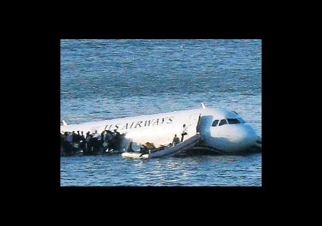 Mucize! Denize Düşen Uçaktan Herkes Kurtuldu