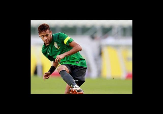 'Neymar Kendini Yere Atmaz!'