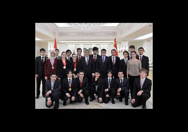 Türkiye'yi Temsil Eden Öğrencileri Kabul Etti
