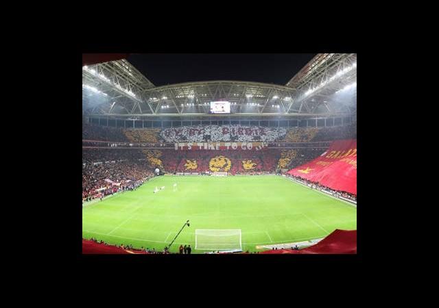 G.Saray'da Drogba-Sneijder Zammı