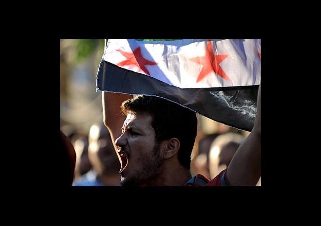 Suriye'de Namaz Sonrası Halk Sokaklarda