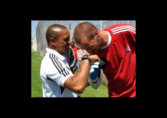Roberto Carlos'un Elini Öptüler
