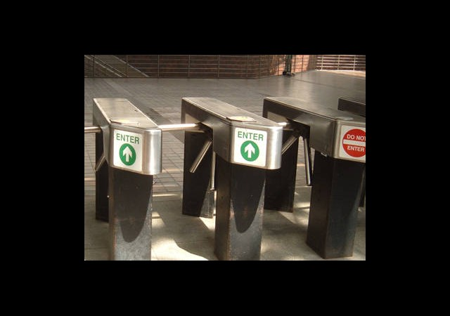 Metrobüs Turnikelerinden Büyük Vurgun