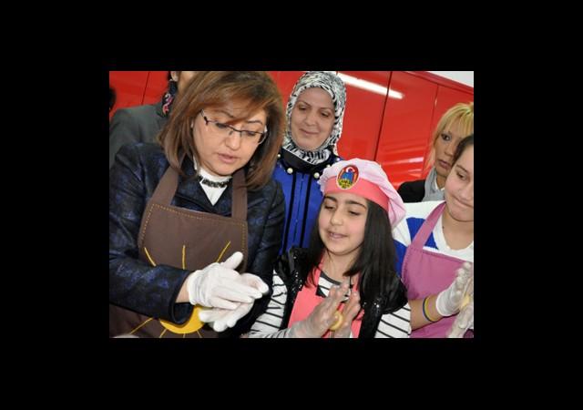 Şahin'den Yurt Çocuklarına Özel Doğum Günü Kutlaması