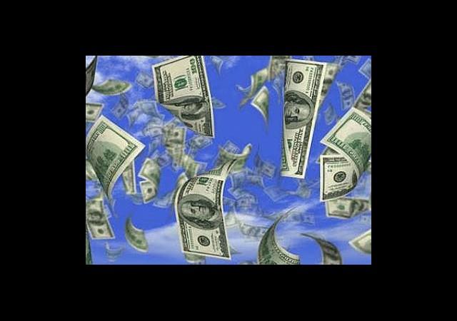Helikopterden Para Yağdırdı!
