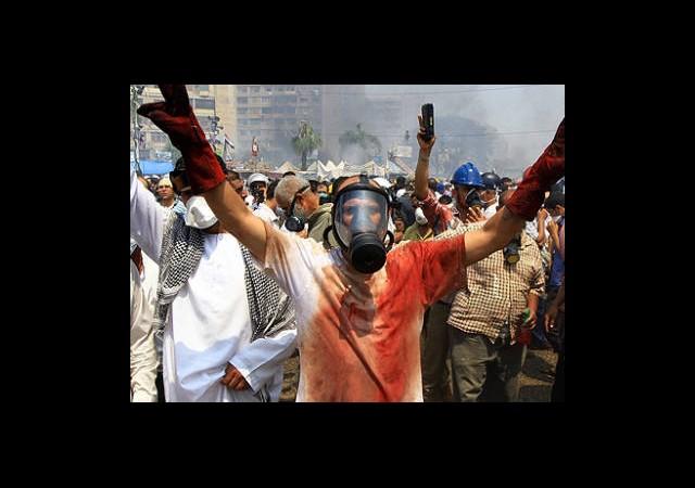 Darbe Karşıtları Kahire Stadı'nda Tutuluyor