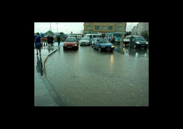 Bir Saatlik Yağmur Yalova'yı Felç Etti