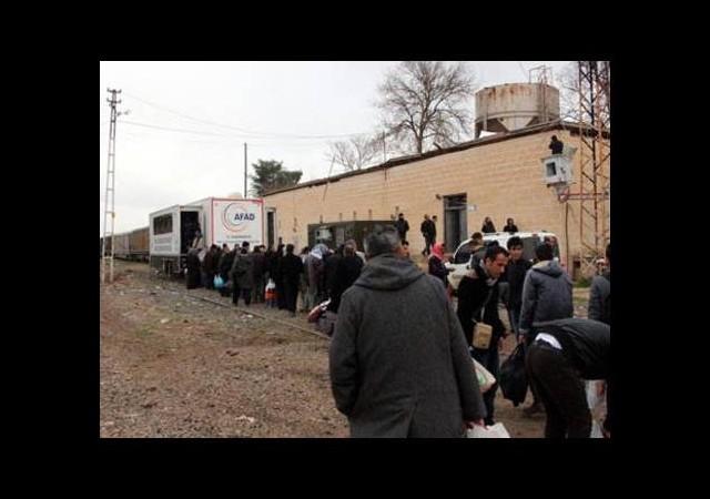 Suruç'ta kamplarda kalanlardan bin kişi Kobaniye döndü
