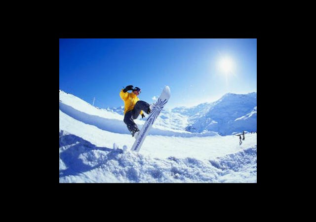 Erzurum'da Snowboard Heyecanı