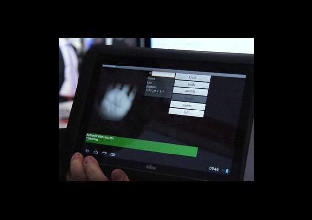 CeBIT 2013: Bu Tablet Elinizi Tanıyor!