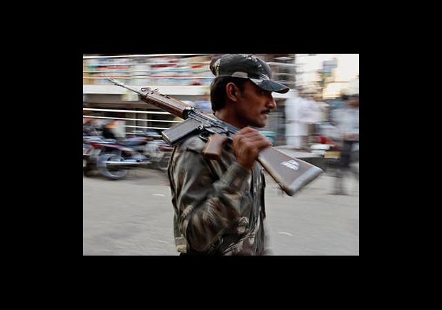 Hindistan'da Konvoya Kanlı Saldırı