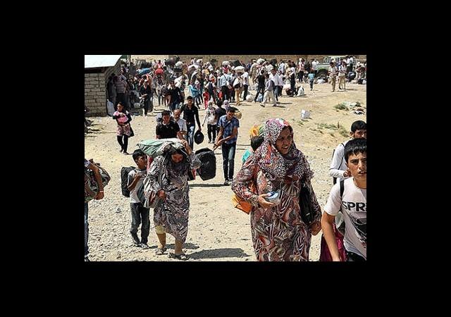 Esed Bombalıyor Kürtler Kaçıyor