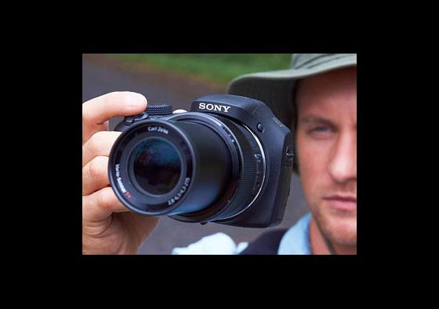 Ek Lens Taşıma Derdine Son: Sony Cyber-shot HX300