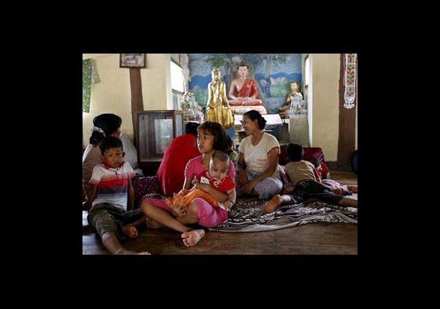 Myanmar'da 1200 Müslüman Budist Tapınağında Kalıyor