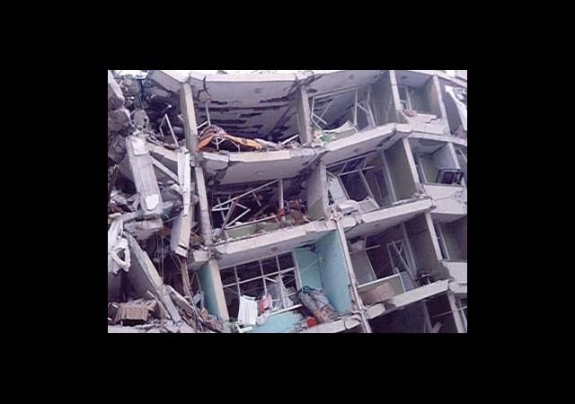 Endonezya'da 6,6 Şiddetinde Deprem
