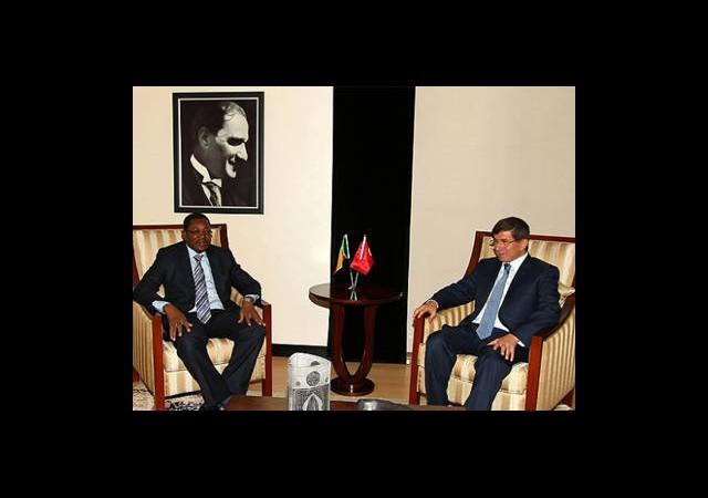 Davutoğlu'nun Yoğun Diplomasi Trafiği