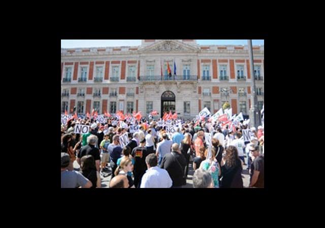 İspanya'da Memurlar Sokağa Döküldü