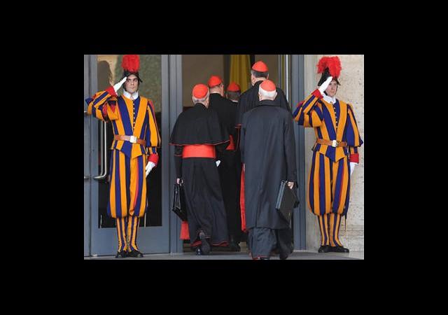 Kardinaller Yeni Papa'yı Seçmek İçin Toplandı