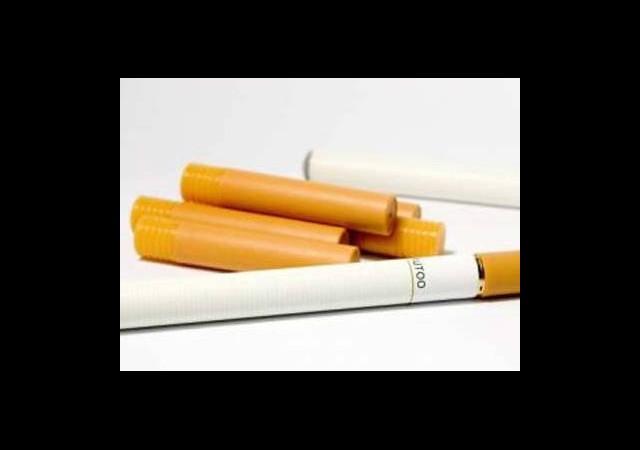 'Elektronik Sigara, Alışkanlığı Pekiştiriyor'
