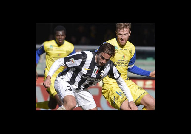 Juventus ve Napoli Arayı Açıyor