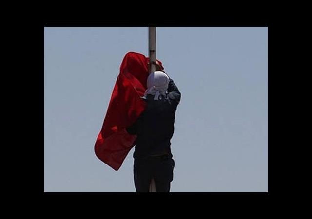 Bayrak indirme olayıyla ilgili sıcak gelişme!