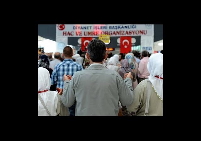 Ankara'dan İlk Hacı Kafilesi Dualarla Uğurlandı