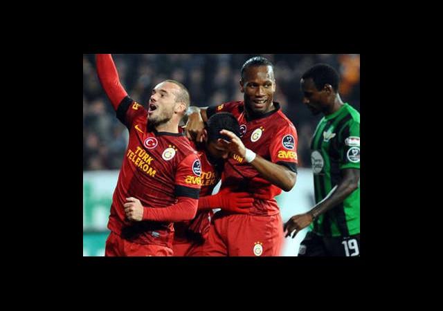 Drogba İç Sneijder Dış Sahada