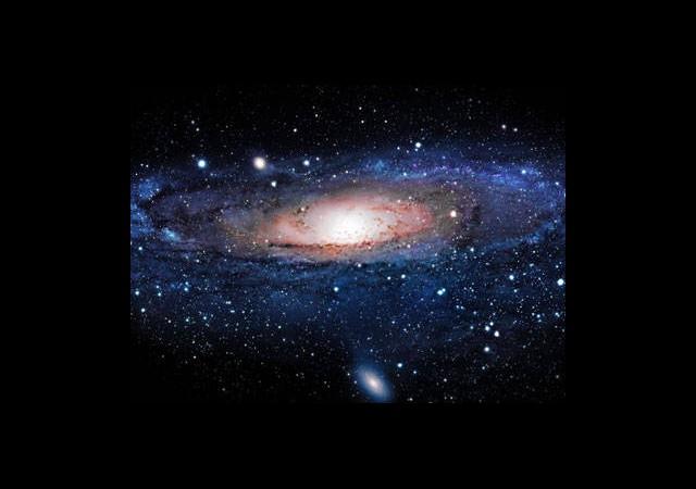 Evrende Yalnız Değiliz