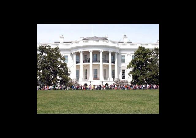 Beyaz Saray Kapılarını Açtı