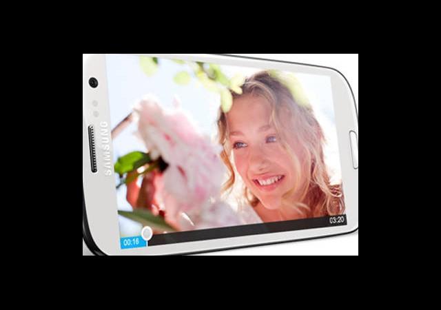 Samsung Galaxy S3, iPhone 4S'i Alt Etti