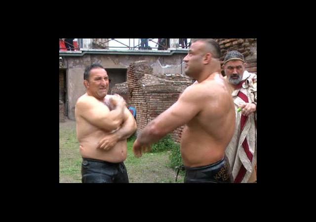 Arenada Gladyatörler Değil Güreşçiler Vardı