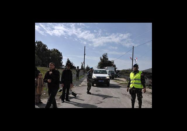 BM Askerleri Golan Tepeleri'nde Gözaltında