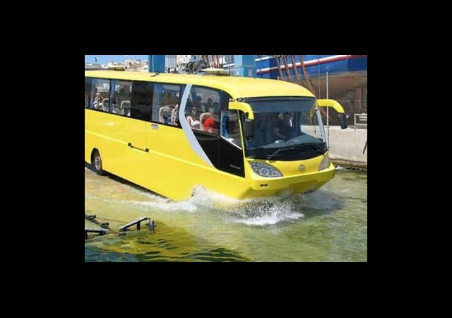 Suda Giden Otobüsler Geliyor