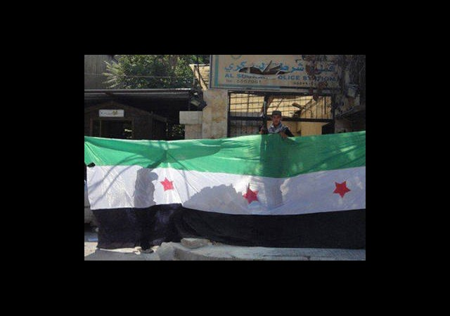 ÖSO Halep'te radyo-TV Binası Çevresini Kuşattı