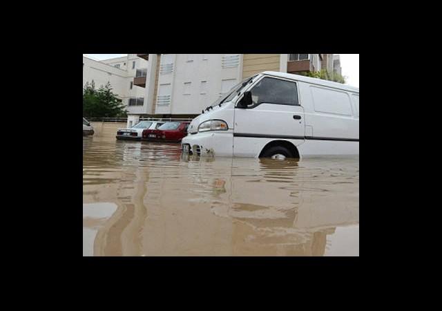 Antalya'yı Sel Vurdu