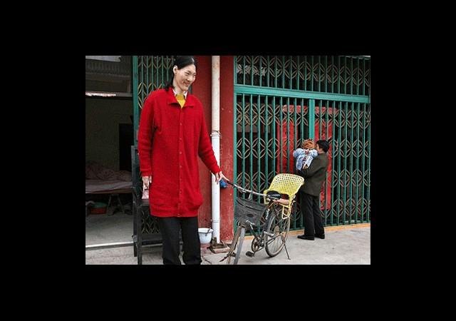 Dünyanın En Uzun Boylu Kadını Hayatını Kaybetti