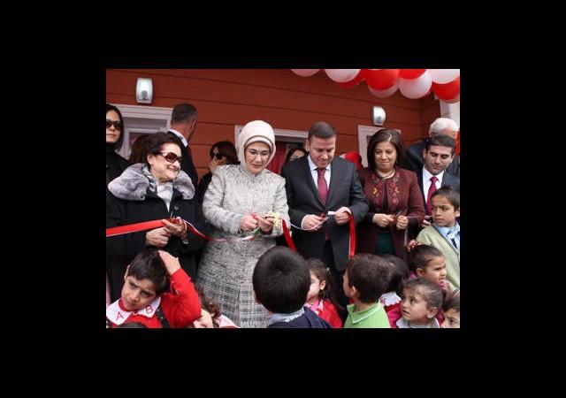 Annesinin Adı Verilen Okulun Açılışını Yaptı
