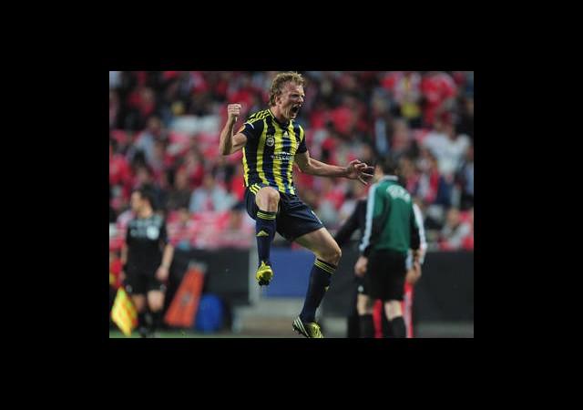 Fenerbahçe Galatasaray'a Fark Attı