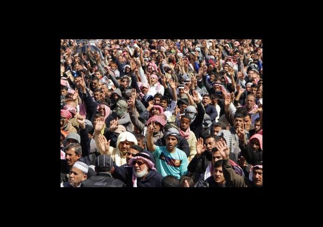 Irak'ta Göstericiler Silahlı Güç Kuruyor