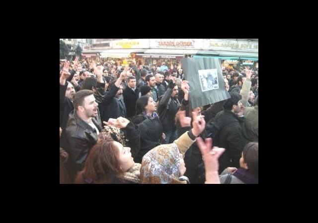 Protestocu Öğrencilere İlginç Tepki