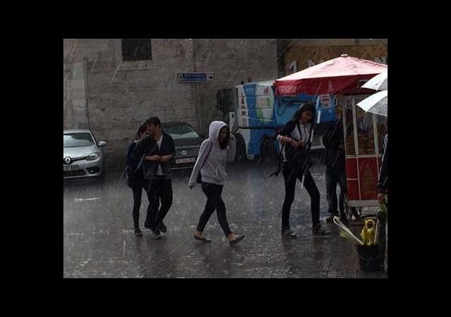 İstanbul yağmurla uyandı